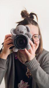 Kuva valokuvaajasta valokuvaamassa