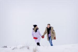 Odotuskuvaus puolison kanssa miljöössä talvella